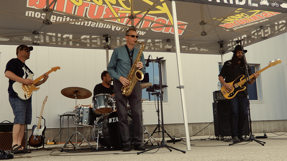 Jim Duffield jams with Mike Tremblett, Marc Upsdell and Dan Rintoul at Royal Distributing – Royal Bike Night 2019.