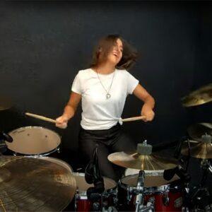 Nikoleta - female drummer