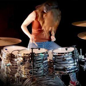 Sina - female drummer